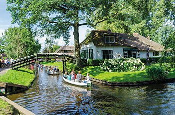 Grachtenfahrt in Giethoorn © rob3rt82-fotolia.com